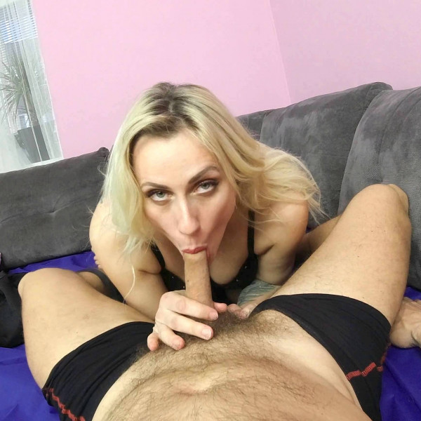 POV sex with nice milf - Photo 4 / 16