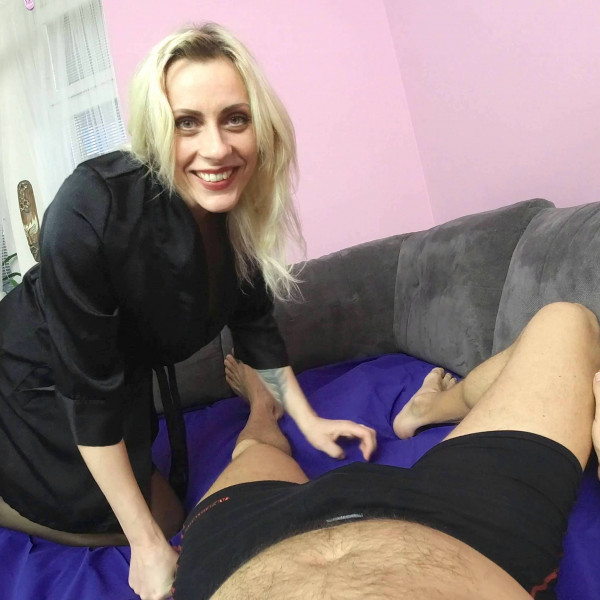 POV sex with nice milf - Photo 1 / 16