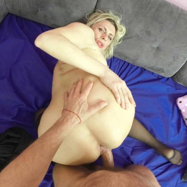 POV sex with nice milf - Photo 11 / 16